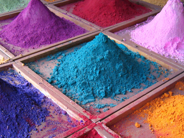 Dyes and dying fabrics