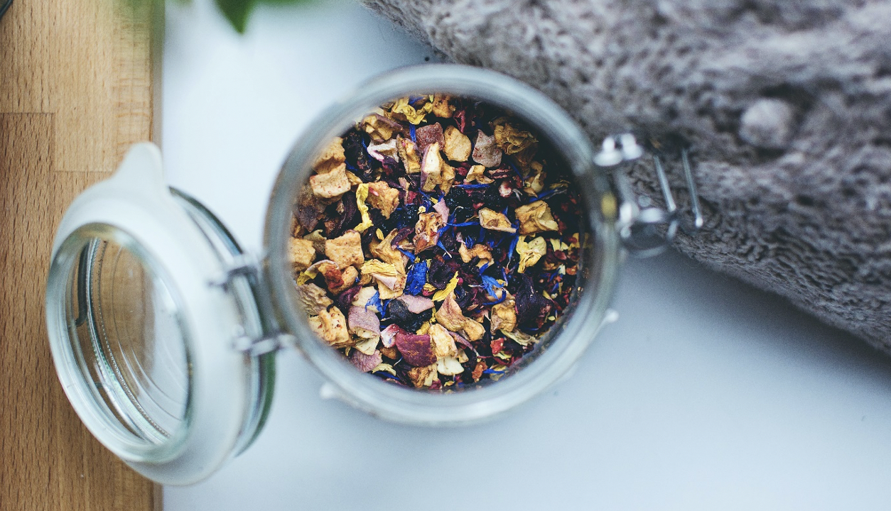 fragrance your clothes with potpourri